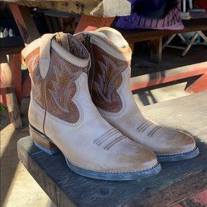 Ariat brand new boots 6.5B